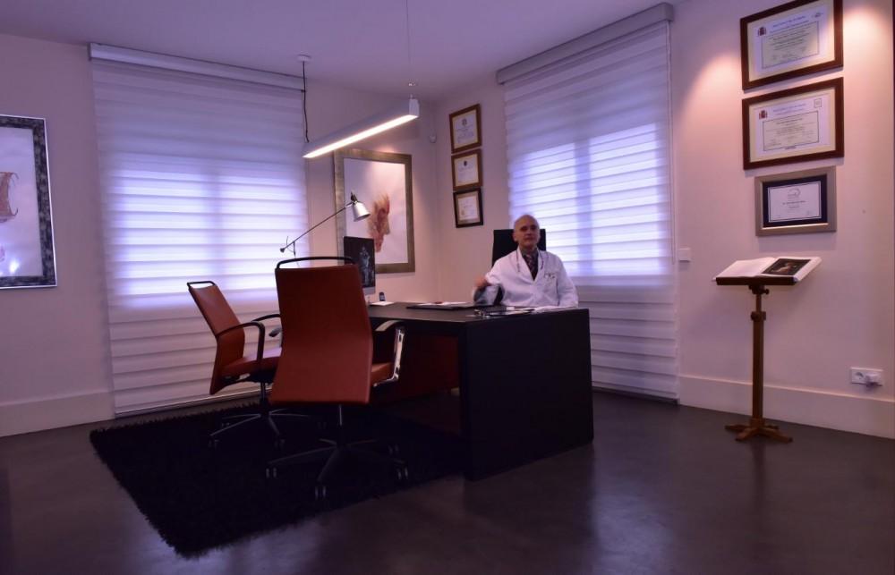 Despacho del Dr Juan Monreal · Consulta · Centro de Cirugía Estética en Madrid