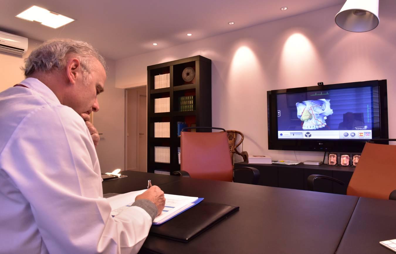 Despacho del Dr Juan Monreal · Estudio de Rinoplastia · Centro de Cirugía Estética en Madrid