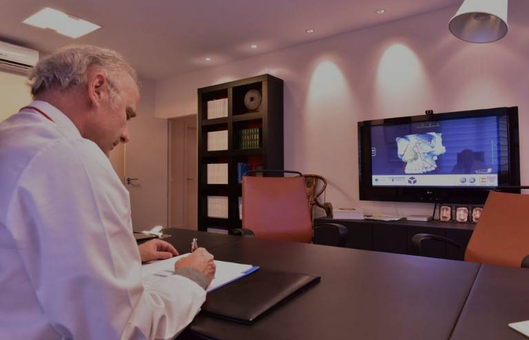Despacho del Dr Juan Monreal · Estudio de Rinoplastia · Centro de Cirugía Estética en Madrid - Slider Desktop