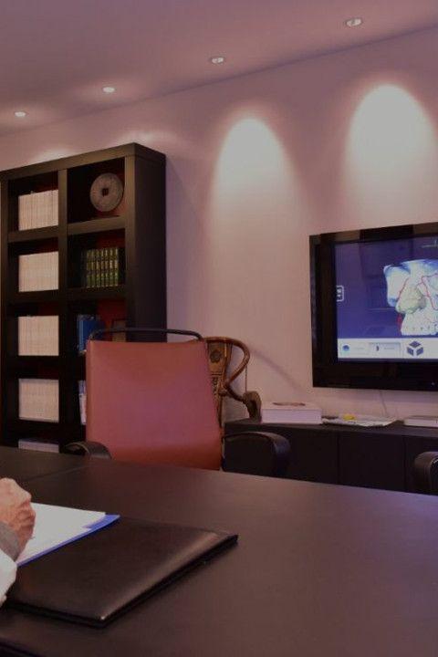 Despacho consulta médica del Dr Juan Monreal · Estudio de Rinoplastia · Centro de Cirugía Estética en Madrid - Slider Mobile